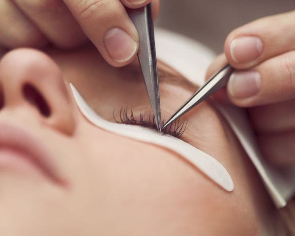 cce97c57ff2 This course will develop your skills in how to apply individual lashes  enabling you to provide permanent eyelash extension treatments.